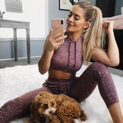 comfortable-yoga-set-women carpet